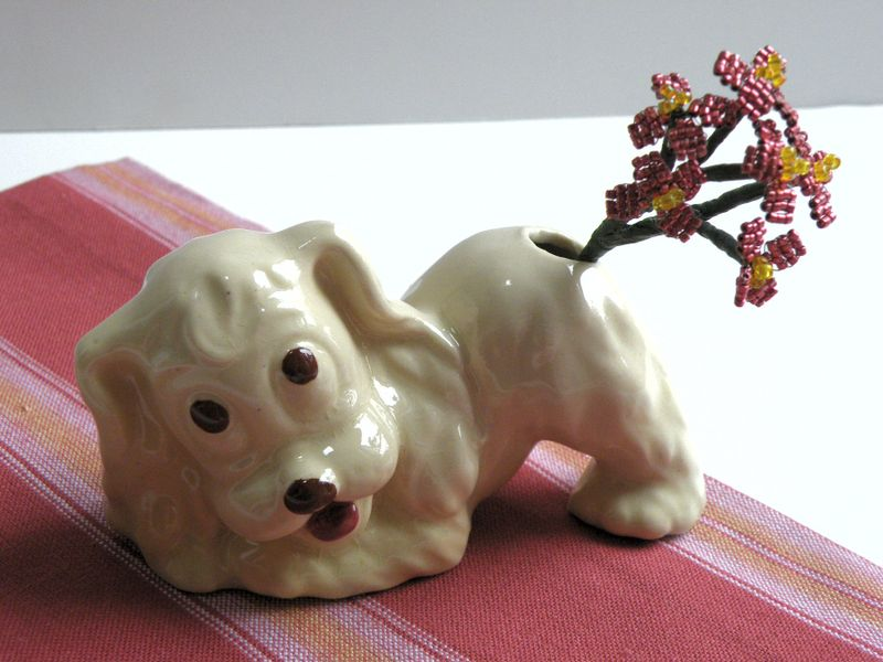 Dog butt vase 002