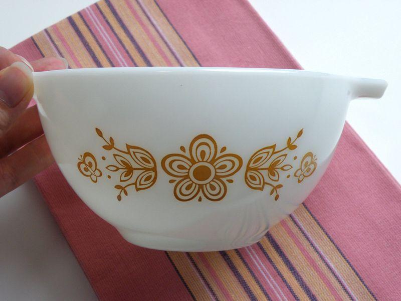 Pyrex bowl 004